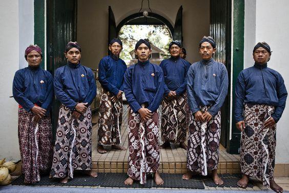 Nama-nama-Pakaian-Adat-Yogyakarta-untuk-Upacara-Budaya